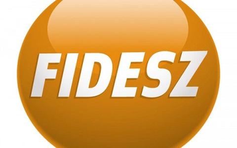 Rogán: szerdán visszavonják az internetadó-javaslatot, 200 ezer forintig változatlan maradhat a cafeteria adója