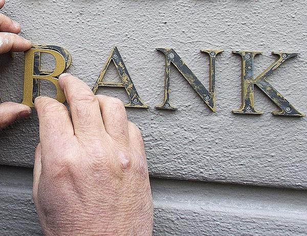 A bankok az idén már mintegy 60 ezer fős leépítést jelentettek be